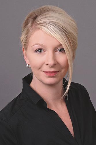 Rita Janssen ist Badverkäuferin in der ELEMENTS Ausstellung Stuhr in Niedersachsen.