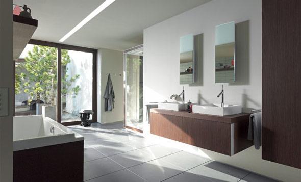Badezimmer mit rechteckigem Unterschrank