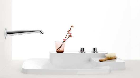 Stilvolles Designer Waschbecken, welches sich über 3 Ebenen erstreckt