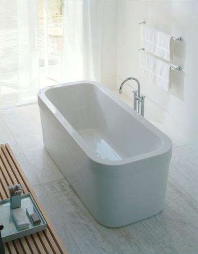 freistehende badewanne als blickpunkt im modernen badezimmer. Black Bedroom Furniture Sets. Home Design Ideas