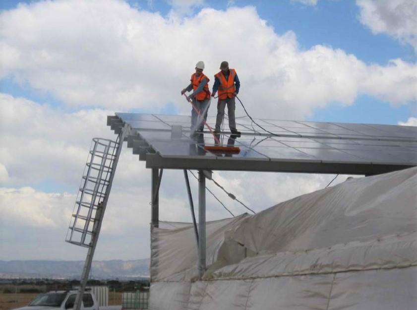 seguridad-en-la-limpieza-paneles-solares