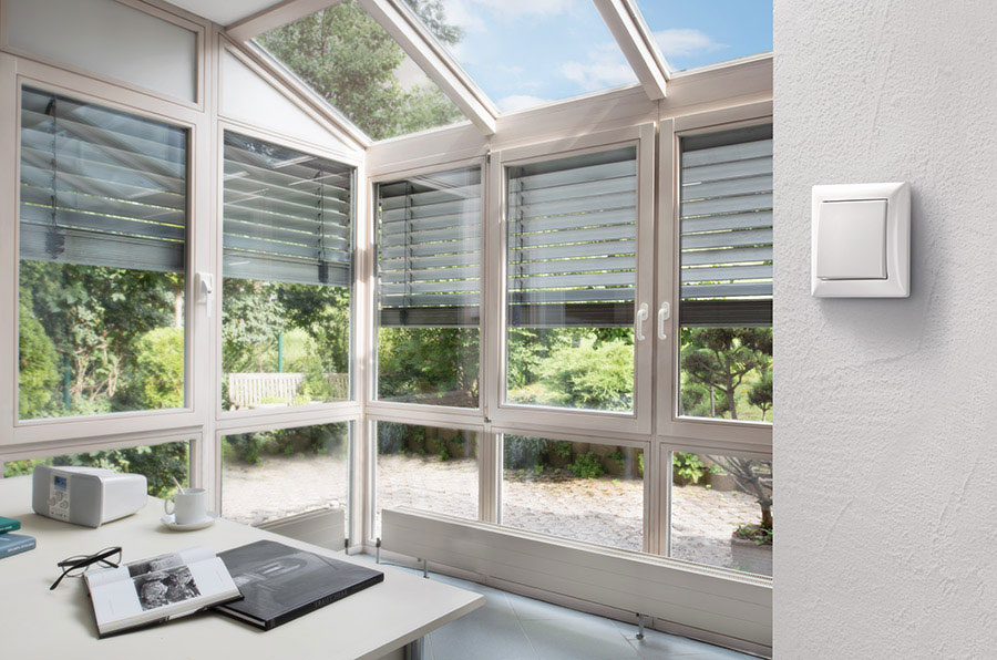 Rolladenschalter lassen sich mit Bosch Smart Home ganz einfach nachrüsten durch Austausch der alten, elektrischen Schalter.