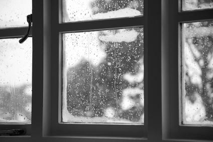 Kondenswasser fenster - Fensterscheiben morgens nass ...