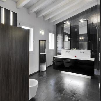 Fliesen schwarz: zeitlos elegante Fliesenfarbe für Badezimmer