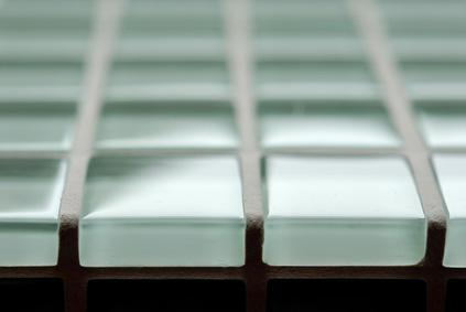 Glasfliesen optisch interessante wandgestaltung nicht nur for Glasfliesen bad