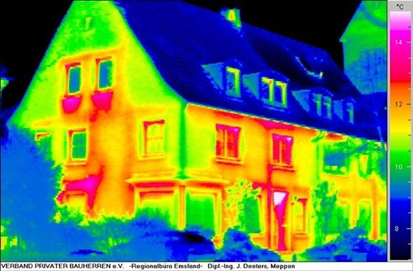 Thermografiebild einer Altbau-Fassade