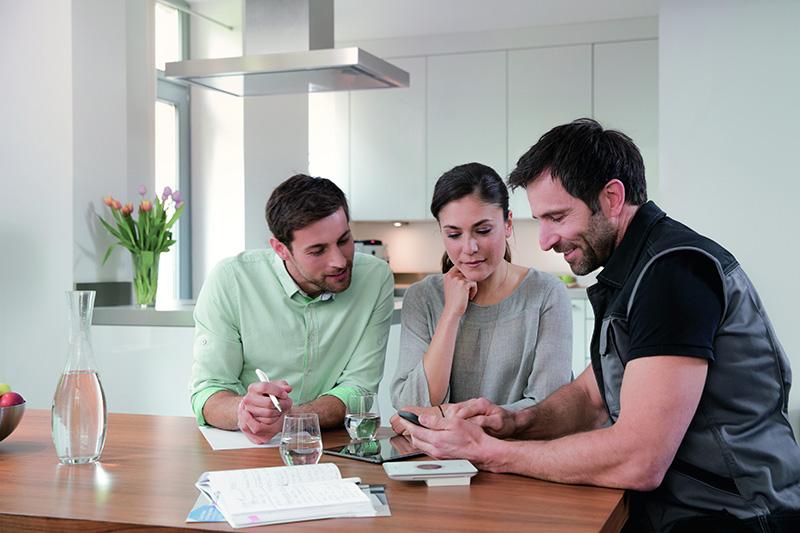 Für Herbst dieses Jahres ist die Vernetzung mit der portalgestützten Anwendung HomeCom Pro von Bosch geplant. Damit können Nutzer ihrem Installateur schnell und einfach Zugriff auf ihre Heizungsdaten geben. (Quelle: Bosch)