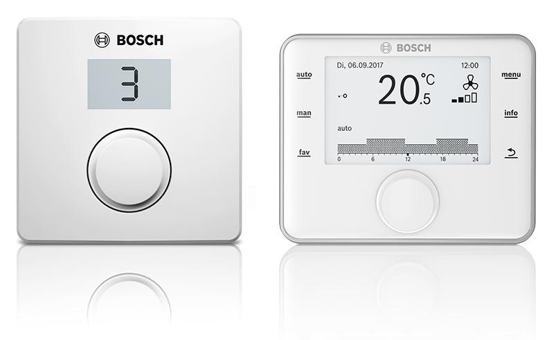 Die Vent 4000 CC von Bosch kann mit der im Lieferumfang enthaltenen Basis-Bedieneinheit CR 10H (links) sowie der optional erhältlichen Komfort-Bedieneinheit CV 200 (rechts) gesteuert werden.