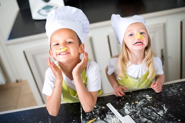 kochen mit kindern ein ratgeber von moderne k che. Black Bedroom Furniture Sets. Home Design Ideas