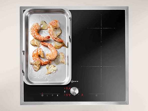 Portable Grillplatte aus Edelstahl für ein Induktionskochfeld von Neff