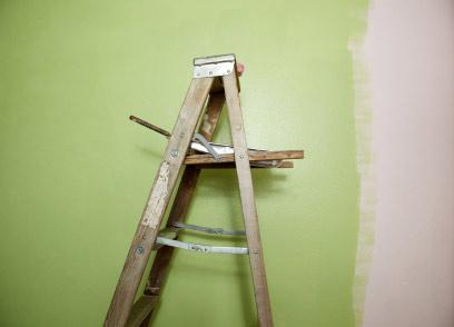 wohnzimmer streichen - farben an die wand bringen