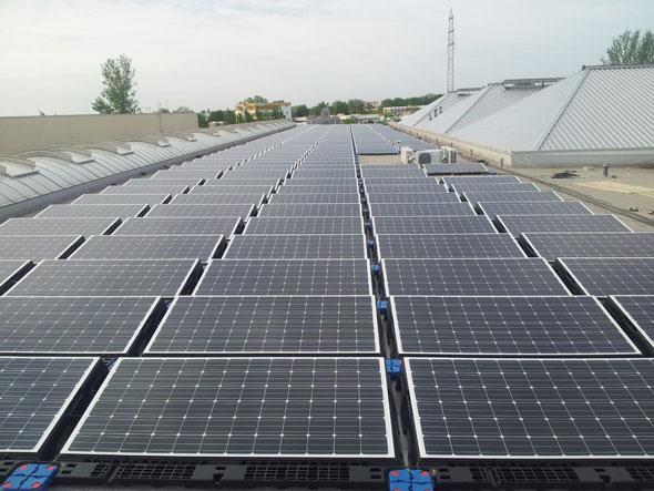 Solon SE Module für Berlins größte PV-Anlage