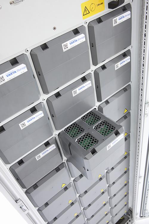 VARTA Family Solarbatterie offen mit einzelnen einschiebbaren Batteriemodulen