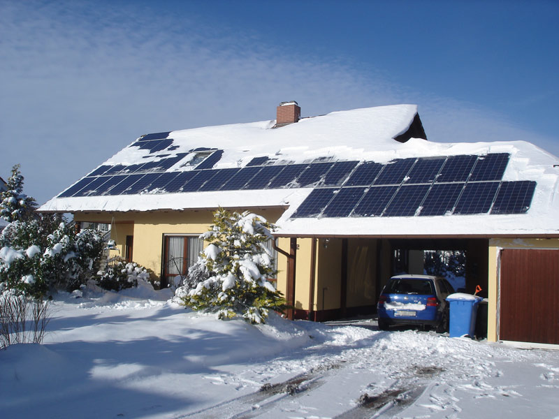 Schneeabgeräumte Module Anlage High-Light