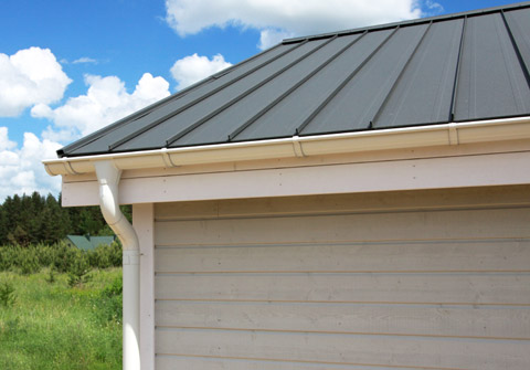 Metal roof with vertical panels