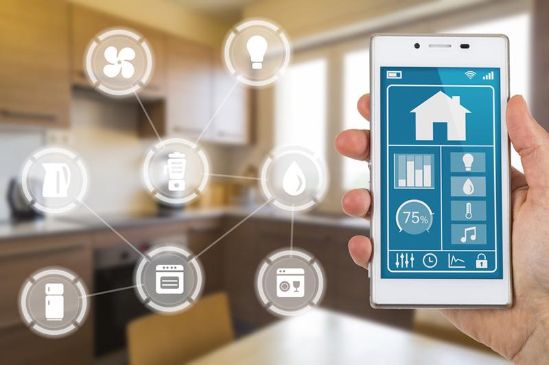Mit einer App lassen sich smarte Haushaltsgeräte bequem bedienen