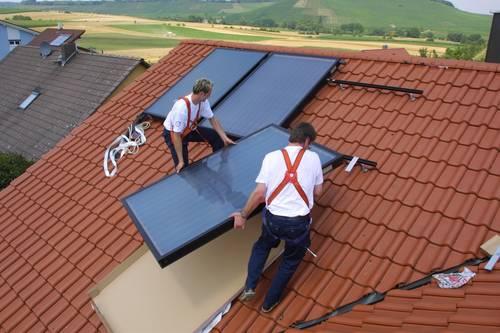 Solarthermiekollektoren auf Einfamilienhaus