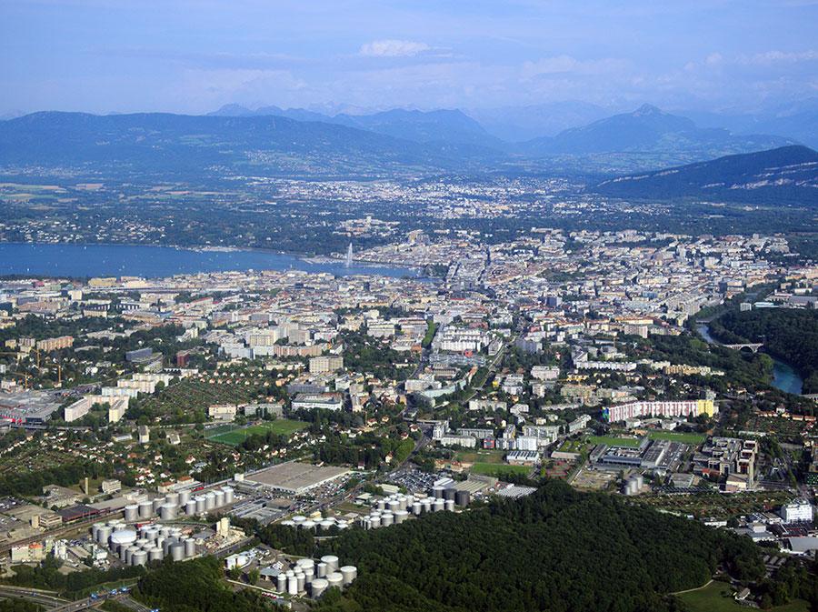 Luftaufnahme von Genf | Bildquelle: C messier via Wikimedia Commons | Lizenz: CC BY-SA 4.0